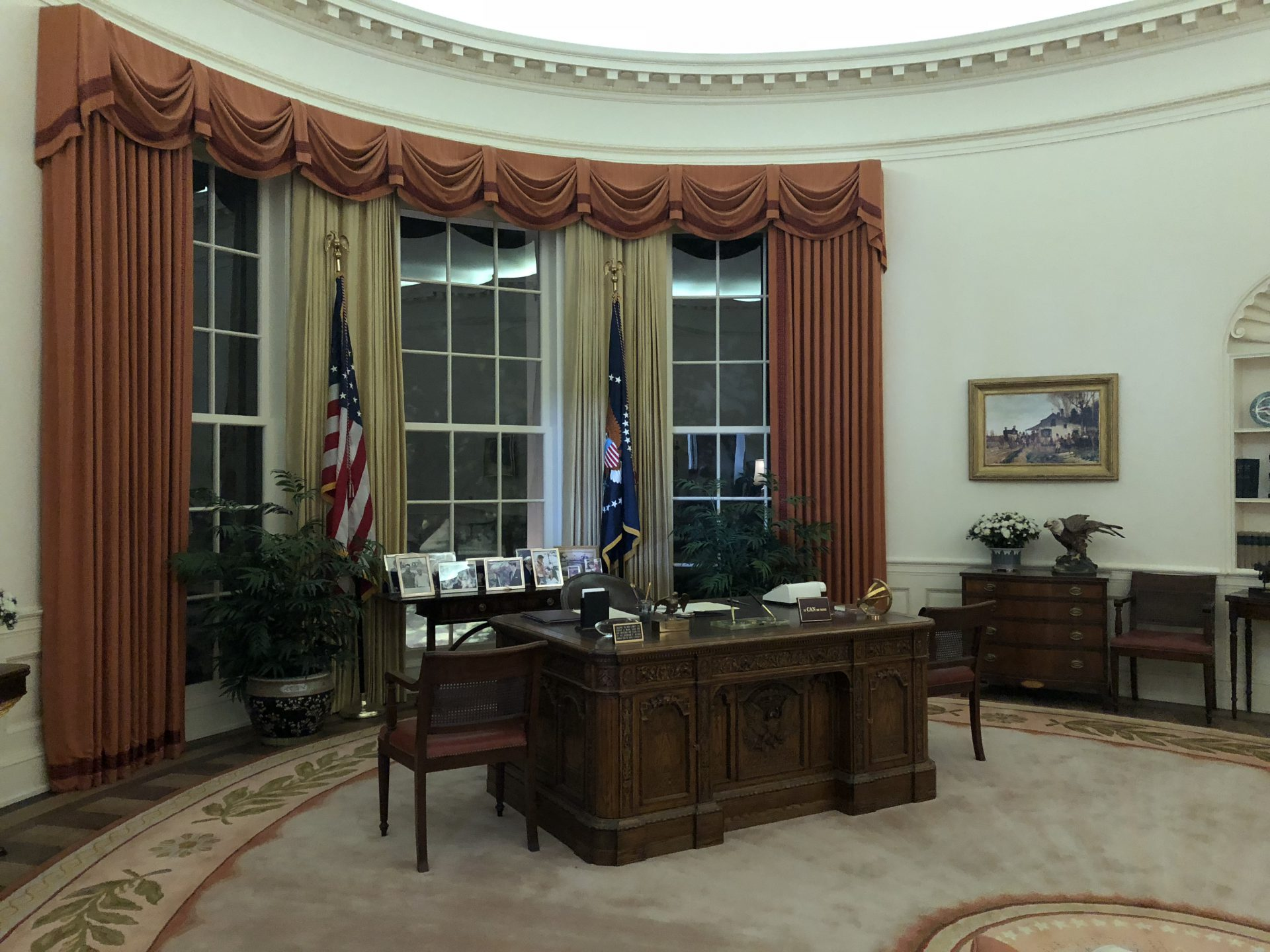 ronald reagan oval office. We Totally Loved The Oval Office Replica. Wandered Into Nancy Reagan Ronald R
