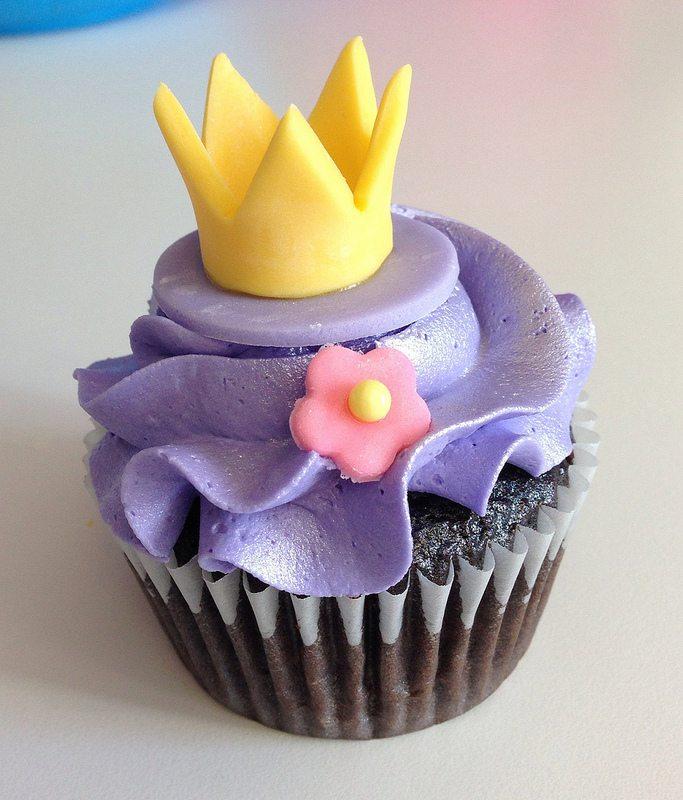 tangled cupcake.  crown.